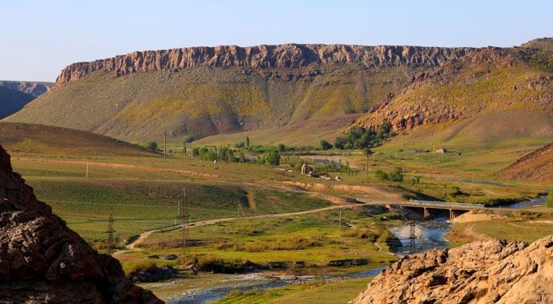 Горы Каратау в Казахстане