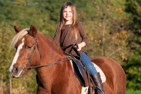 horse_child_girl_cnt_22mar11_istock_b
